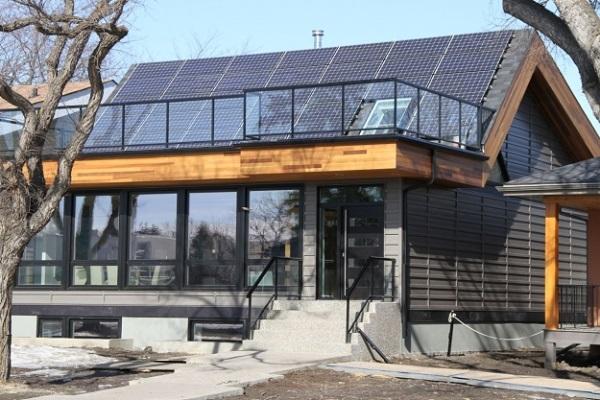The Belgravia Green net-zero namai puse energijos reikalingos šilumai gauna panaudojant saulės energiją.