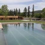 Šveicarų Herzogo Įkurtas Natūralus Tvenkinys Miestelio Gyventojams Atstoja SPA Centrą